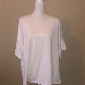 MAX STUDIO NWOT comfy t shirt with details sleeves
